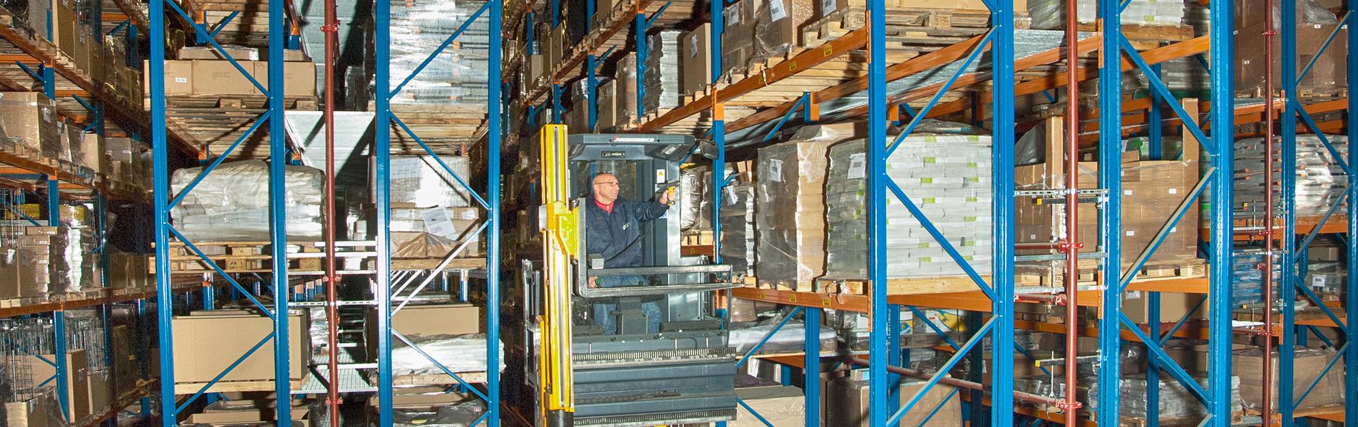 warehouse inslag opslag uitslag smallegangen truck